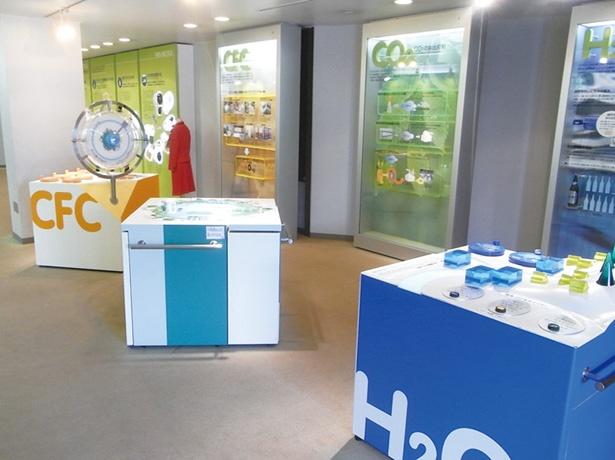 リサイクル100%など、環境への取り組みを分かりやすい展示物で紹介する