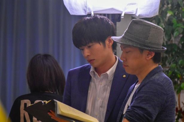 田中は監督と入念にシーンの確認も