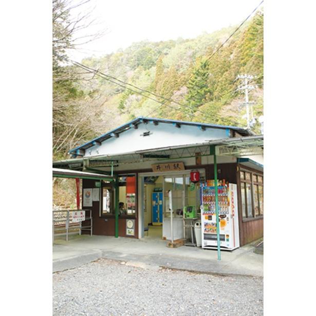 井川線では希少な有人駅「井川駅」。井川線周遊きっぷも販売する