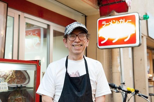笑顔がステキな店主の田渕秀治さん。銀座のコック時代も含めると料理人歴は半世紀以上!