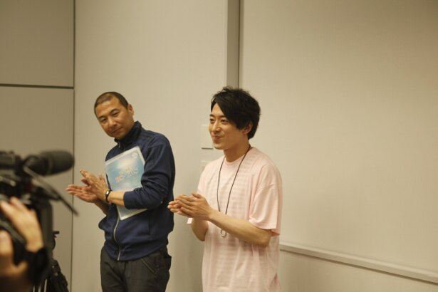 【写真を見る】「特別授業」の撮影には、芸人・西田どらやきも参加した
