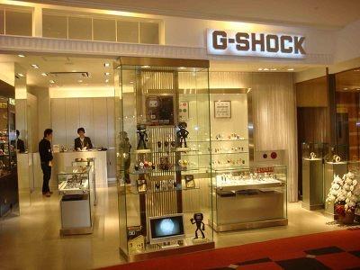 G-SHOCK STORE FUKUOKA。入口のスグ横に位置する