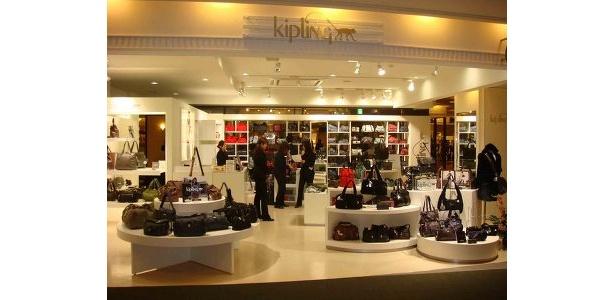 九州初登場となるKipling(キプリング)。1987年にベルギーで誕生したバッグや小物のブランドだ