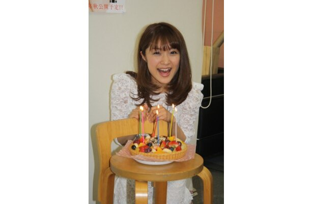 5月19日に28歳の誕生日を迎えるみひろに、誕生日ケーキを用意