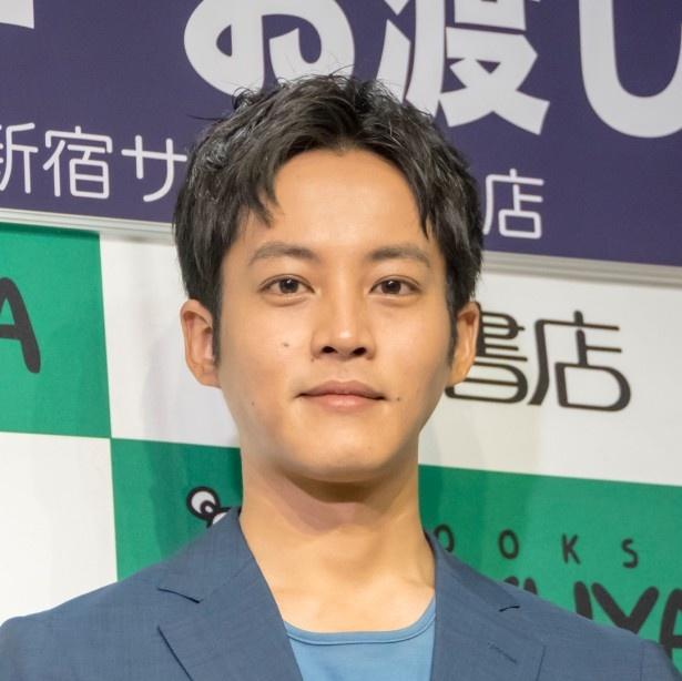 松坂桃李が「孤狼の血」で演じる日岡は、キャリア組の刑事