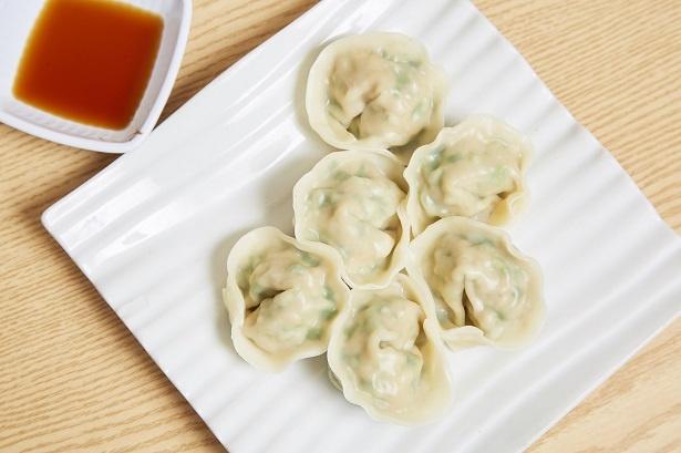 餡(あん)につくば美豚を使用した「自家製手作り肉餃子」(6個・540円)。冷麺やビビンパといっしょに注文する人が多い