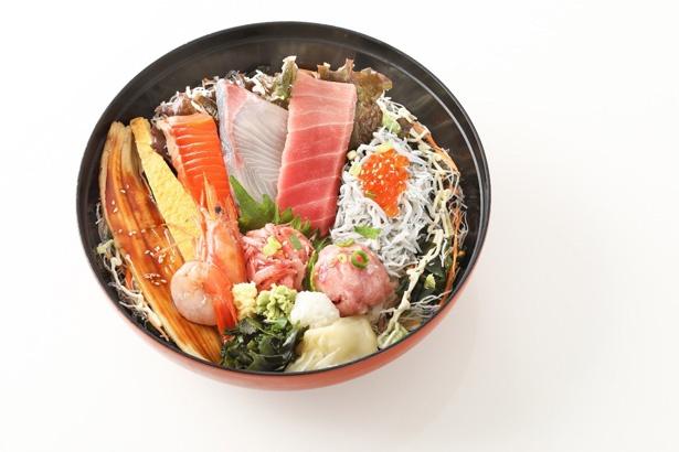 生シラスなどその日獲れたばかりの新鮮な鮮魚をふんだんに使ったとびっちょ丼※写真はイメージ