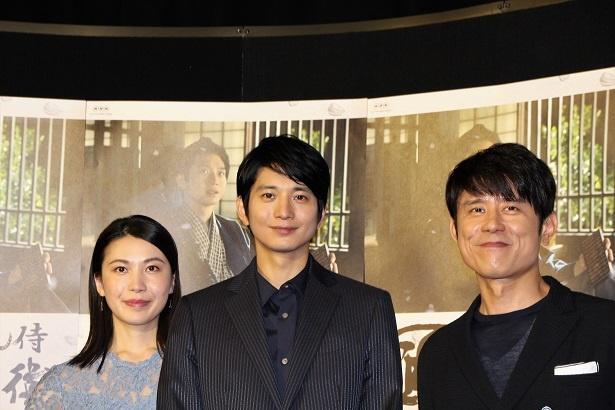 会見に登壇した村川絵梨、向井理、原田泰造(写真左から)