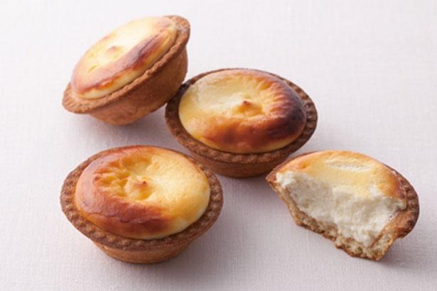 北海道で誕生し、全国に進出した焼きたて「チーズタルト」(1個216円)/BAKE CHEESE TART コトチカ京都店
