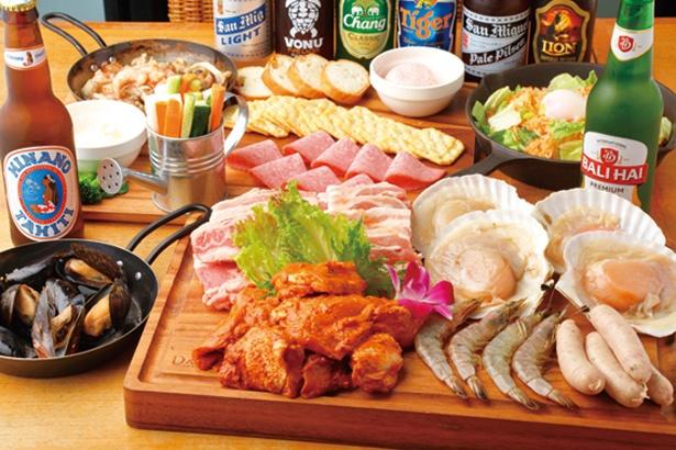 肉、野菜のほか、クラッカーなどのすぐに食べられる前菜4皿、マルゲリータ、デザートが付く※写真はイメージ