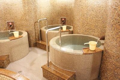 ほかの施設ではあまり見かけない、1人用の水風呂を設置。ゆっくりと好きなだけつかることができる