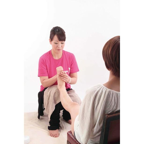 タレントやモデルがお忍びで通う足もみサロンの施術を体感してみよう!