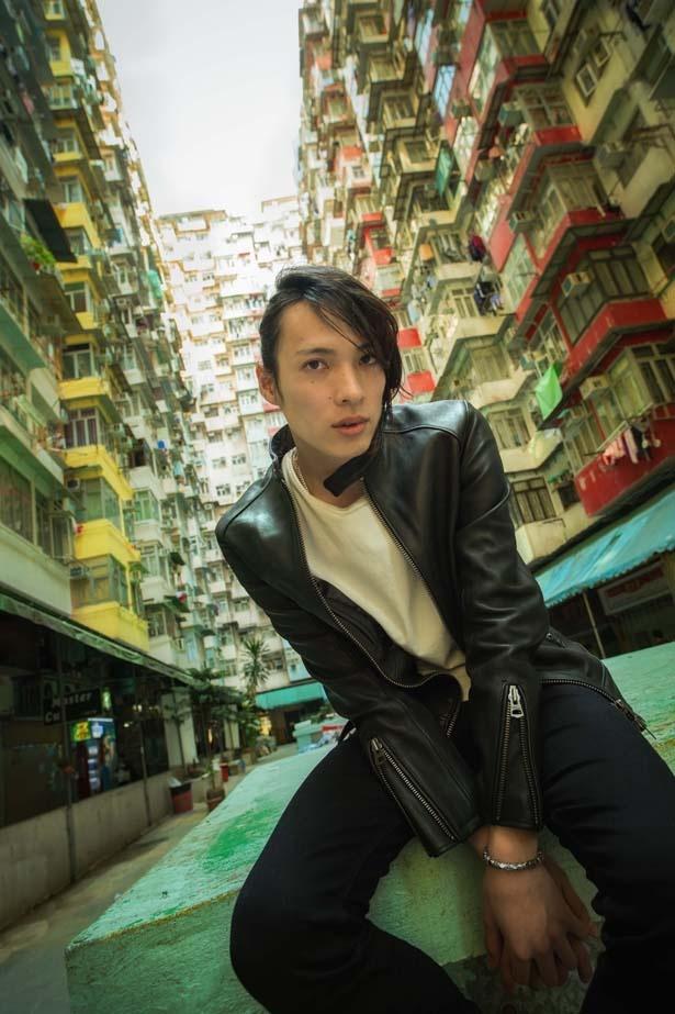 1989年6月6日生まれ。島根県出身の輝馬。いまもっとも勢いのある若手俳優だ