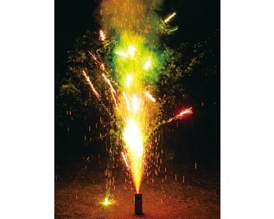 【写真を見る】この夏注目のおもちゃ花火を一挙紹介!画像は「ダンシングヒーローズ(変色遊漁)」(216円)
