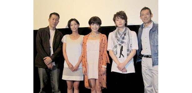 映画「ランデブー!」の初日舞台あいさつに出席した尾崎将也監督、江波戸ミロ、宇野実彩子(AAA)、川野直輝、鶴見辰吾(写真左から)