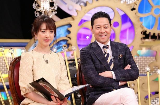 MCの東野幸治とアシスタントの川田裕美
