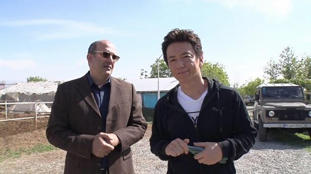 【写真を見る】ビッグマネーの予感…!? イラン競馬界のドン・キューマルス氏と保阪尚希
