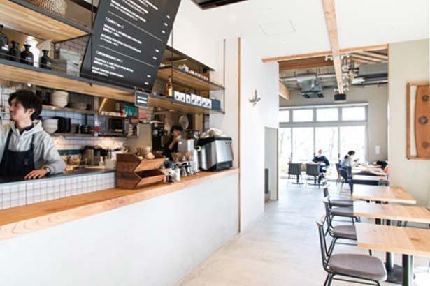店内で自家焙煎するコーヒーショップ/SLOW JET COFFEE 高台寺
