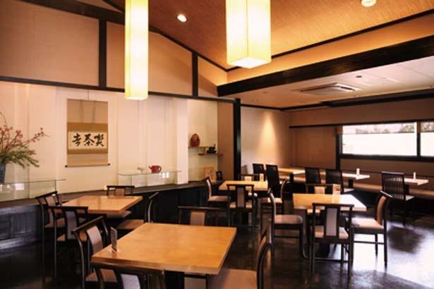 ショップには、宇治抹茶だいふくなどおみやげに人気のスイーツも/伊藤久右衛門 本店・茶房