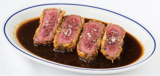 【写真を見る】「Yorgo」の「牛ヒレ肉のレアカツ」(3780円・200g)。厚切りでボリュームのあるレアカツに、甘めの特製ソースが絡んで絶品!