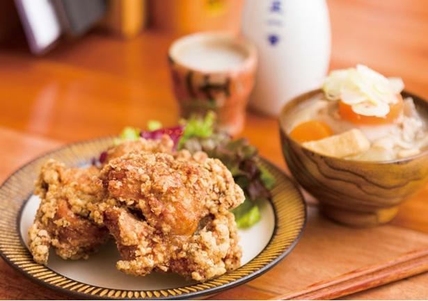 「町屋 あかりや」。「若どりの唐揚山椒風味」(1個300円)など九州の素材や調味料で優しい味わいに仕上げる