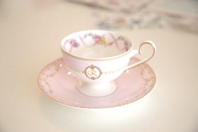 体験レッスンではカップや皿など、季節によって異なるテーブルウェアから一つ選べる