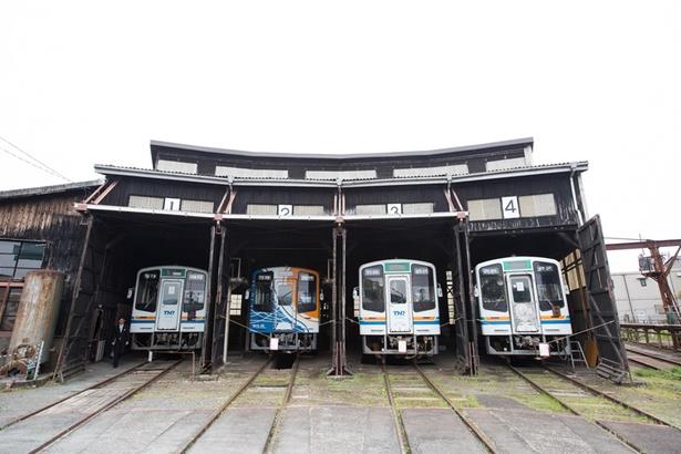 国の登録有形文化財である機関車扇型車庫