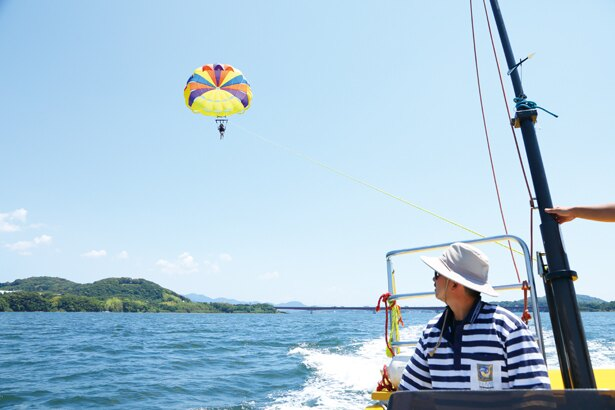 風に吹かれて空中散歩!浜名湖でパラセーリングを体験