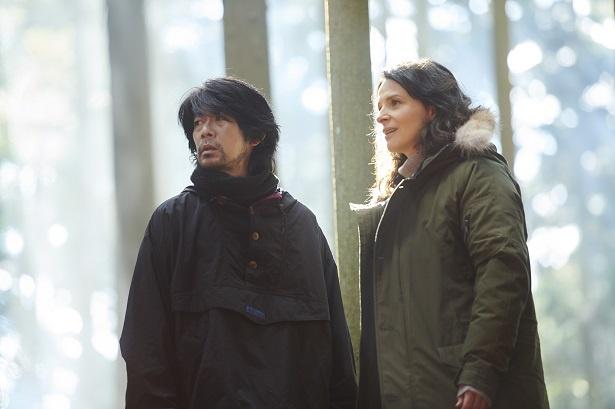 フランスの名女優、ジュリエット・ビノシュと、国際派俳優として活躍する永瀬正敏がW主演を務める