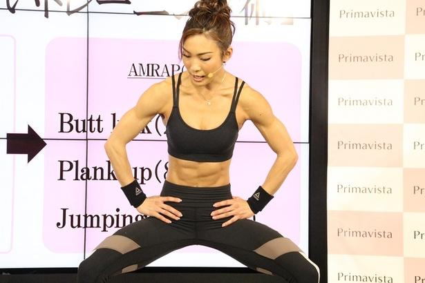 AYAが松元絵里花にストイックな筋肉トレーニングを指導