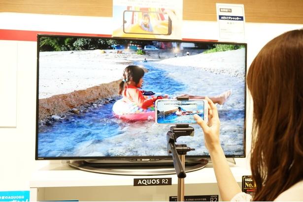 動画撮影中でも、ベストショットを自動で感知して静止画も同時撮影してくれる/AQUOS R2