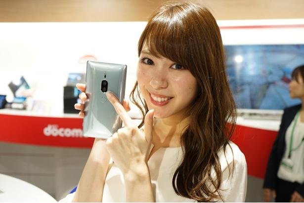 スマホ背面には約1920万画素と約1220万画素の2つのカメラを搭載!/Xperia XZ2 Premium