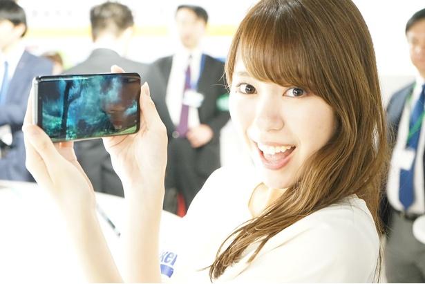 約6.2インチの有機ELディスプレイに、高音質のハイレゾで迫力ある動画視聴が楽しめる/Galaxy S9+
