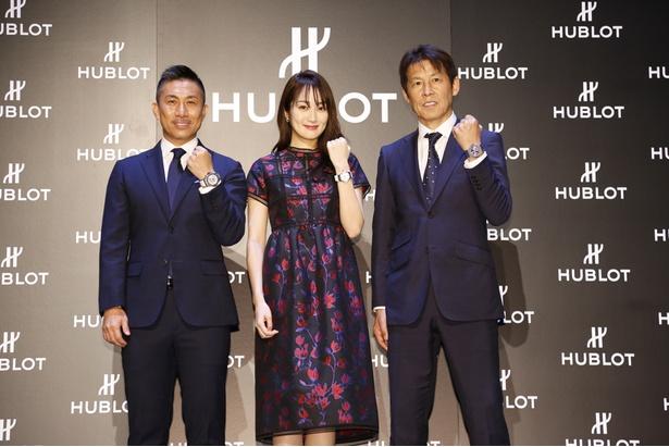 サッカー日本代表の西野朗監督(右)、元サッカー日本代表の前園真聖さん(左)、女優の高梨臨さんがイベントに登場