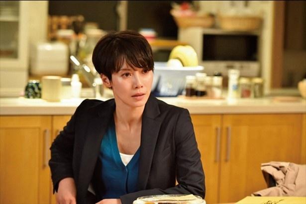 【写真を見る】「ミステリアス」、「ザ・女優」そんなイメージがつきまとう中谷美紀の素顔とは?