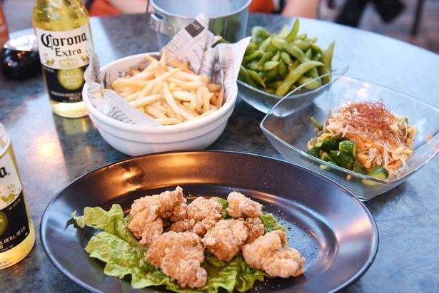 コースには枝豆や若鶏の唐揚げ、フライドポテト、ナムルや焼きおにぎりなどがつく