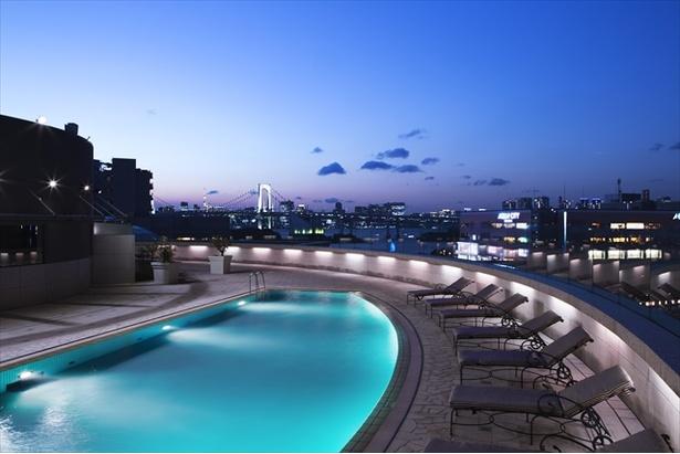 お台場の美しい夜景とともに贅沢な夜が楽しめるナイトプールが7月6日(金)よりスタート