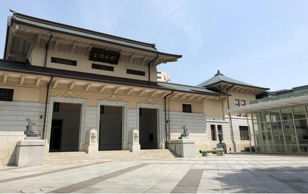 """靖国神社にある遊就館の外観。古代から現代までの、日本の各時代の""""武""""に関する豊富な展示品を見られる。"""
