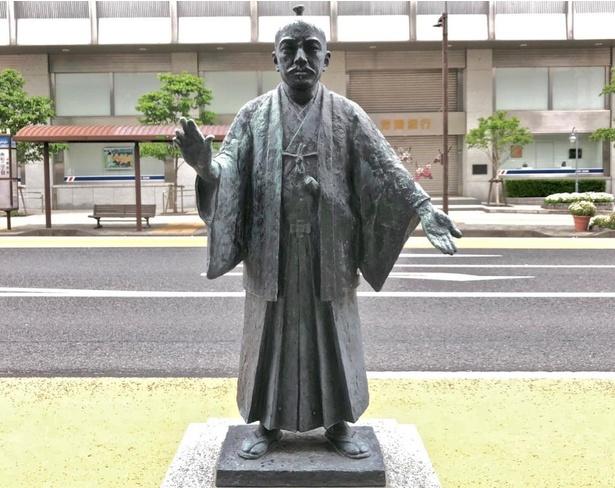 徳川斉昭像。千波湖畔や弘道館など水戸のそこかしこで見かける。大河ではガンコで怖いじいさんだったが、四賢候に負けない才覚の持ち主でもあったのだ。