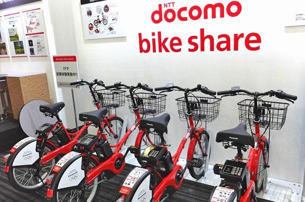 「ドコモ・バイクシェア」で使用する自転車は、すべて電動アシスト付き。サドルの後ろにあるICセンサーで、キャッシュレスで簡単に借りられる