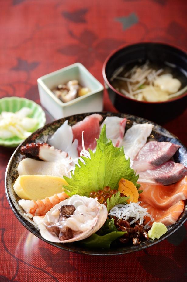 「うおたけ鮮魚店やけんど 海鮮どんや」で淡路島ならではの海鮮丼を!