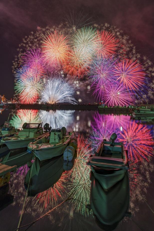 「福良湾海上花火大会」など、美しい写真がいっぱい!