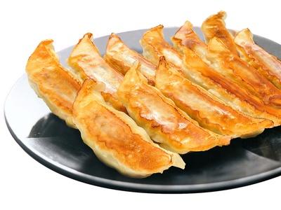 「宇都宮餃子館」の「健太餃子」(500円)。低温熟成させた素材の旨味を生かしつつ、極薄皮でパリッとジューシーに焼き上げる