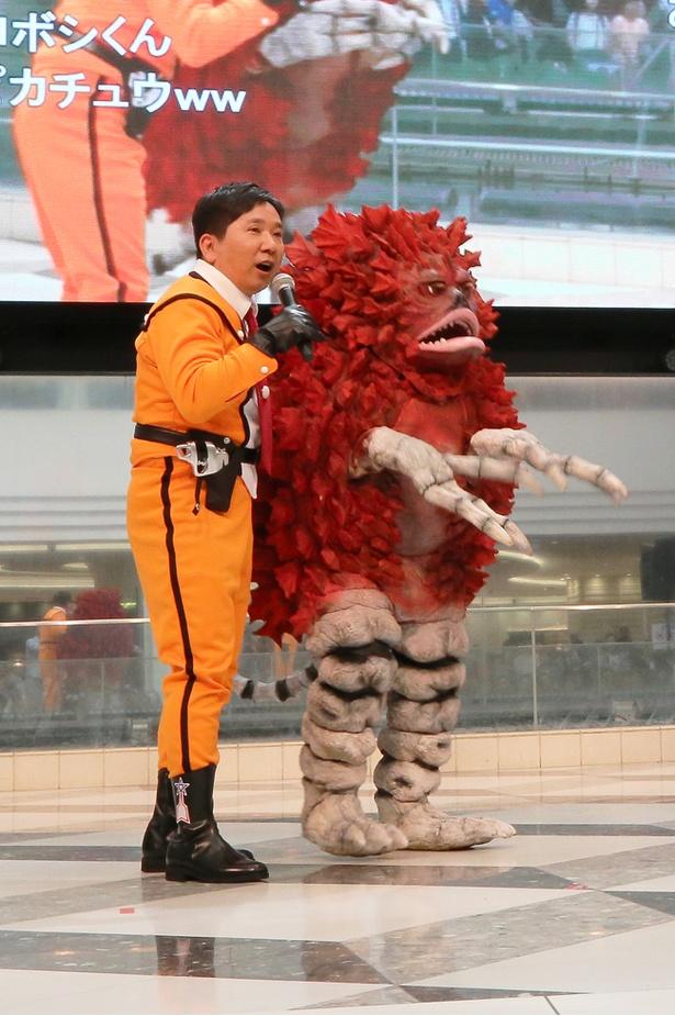大好きというウルトラシリーズに登場する「ピグモン」が舞台に姿を表すと、思わず田中も大歓喜