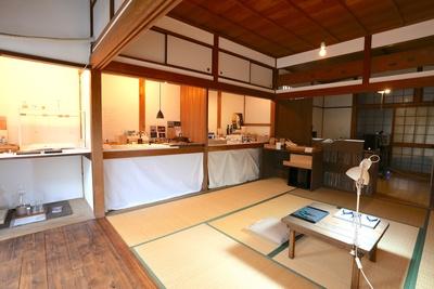 商品が置かれるシンプルな和室で体験