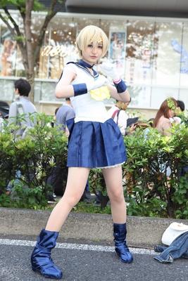 「美少女戦士セーラームーン」のセーラーウラヌスに扮した鈴音彩さん