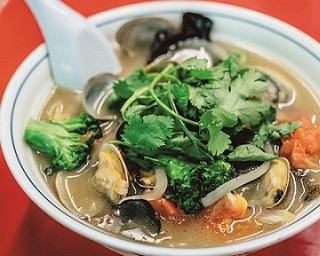 旬の浜名湖産アサリ、鶏・豚のWスープが織り成す豊かな味の「あさりらーめん」(1150円、4~9月限定)