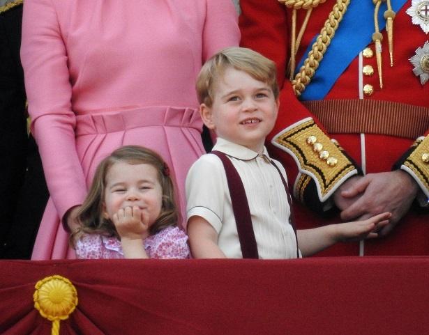 シャーロット王女の可愛いしぐさに注目!