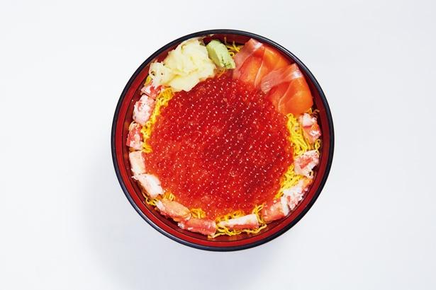 醤油でしっかり味付けされたイクラがたっぷりのった、つきじ丼匠の「いくら丼」(2300円)