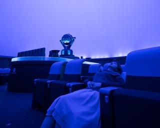 「福岡市科学館」の九州最大級のドームシアターで繰り広げられる映像は圧巻!